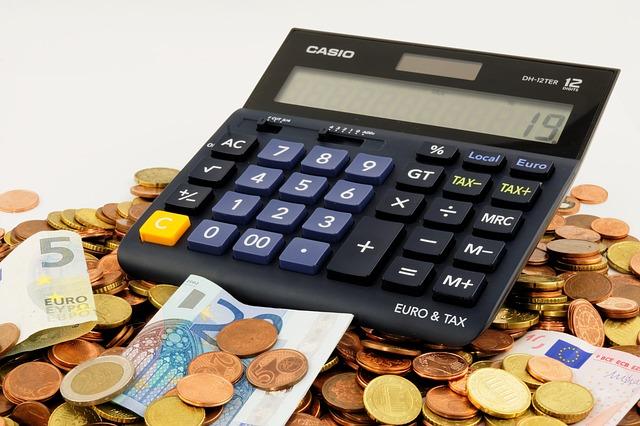 Stacjonarnie, czy przez Internet – jak wziąć pożyczkę?